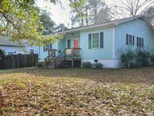 Spacious-Extremely CHARMING, 3 Bdrm/2 Bath Home with Waterway Views-Sleeps 8