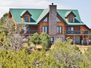 Custom Built Cabin For Getaway/Retreats On 9.5 Acres, 50 Min From Grand Canyon.