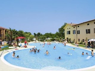 Holiday park Bella Italia, Peschiera  in Sudlicher Gardasee - 6 persons, 2 bedr