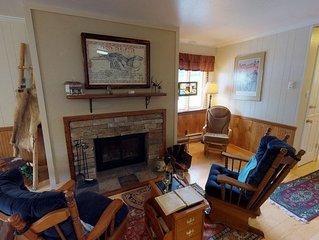 Ski View Condo #15 - Ski Views!, In Town, Private Balcony, WiFi, Game Room, Laun