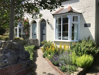 Delightful Victorian cottage with spacious garden in Niton village