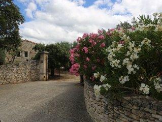 Charmante maison en pierre:3 chambres climatisees-3 S.d.b -piscine privee