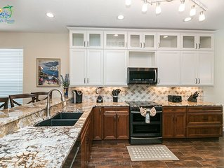 Magic Dream Memories: 5 Bed/5 Bath Pool Home With Lake View 2 Miles from Disney