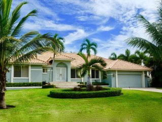 Olde Naples Luxury 4BR Home - Truly Close to Beach & 5th Ave