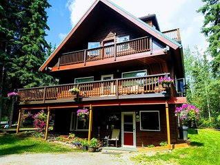 Private Wooded Setting, Comfortable, Convenient and 43- 5 STAR REVIEWS & Auroras