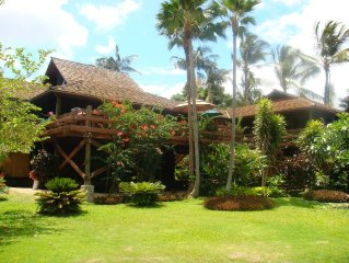 "Stunning ""Hidden Treehouse Villa"" steps away from Secluded Beach"