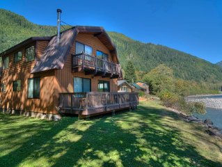 Cozy & Charming 3-Bedroom Home on the Skykomish River! Pet Friendly!