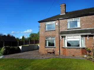SUNSET VIEW, Comfortable spacious house in the beautiful County of Staffordshire