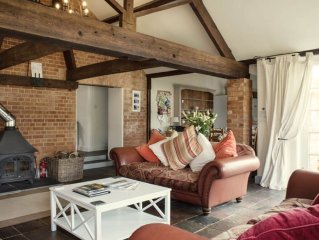 From L18pppn. Superb detached Grade II barn conversions with hot tubs & FREE Lei