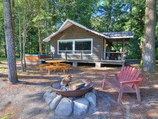 River & Mountain Views at this Pet Friendly Cottage! Great Romantic Escape!