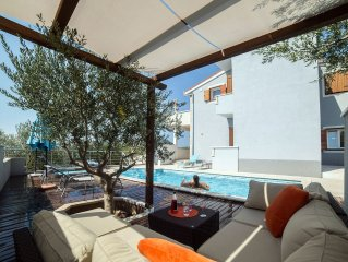Villa on a quiet location with heated pool and stunning sea view near to beach