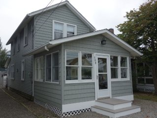 Cozy & Quaint Get Away, 3 Bedroom, Central Air, Deck -  1 Block to Ocean