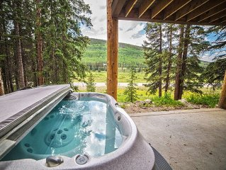 Luxury Family Home nestled in the trees! Private hot tub!