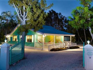 2BR-Sea Beauty: Cayman Style Gingerbread Cottage with 300' Private Beach