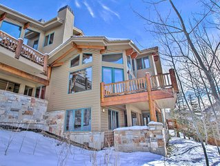 Amazing Ski in Ski out Bedroom Condo with Private Hot Tub!!