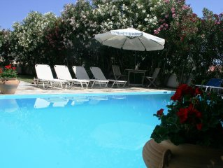 Stylish Family Villa, 4 Bedrooms, Pool, WiFi, A/C, Nafplio and Beaches nearby
