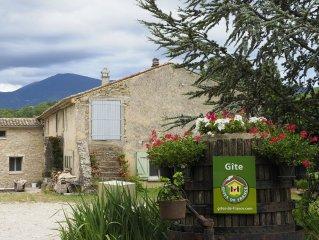 Ferme Saint Quenin au pied du Ventoux  MALAUCENE 84340
