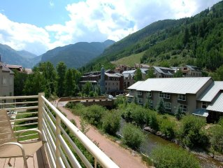 Top Floor Viking Lodge 311. Stunning River & Mountain Views. Hot Tub + Heated Po