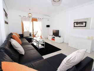 Beautiful 2 bed 2 bathroom apartment 20 metres from beach UK tv Sky Spts/ Movies