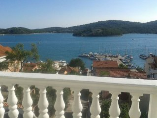 Apartment in the center of Tisno with Air conditioning, Parking, Garden, Balcony