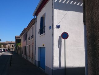 Well-equipped House At Foot of Medieval Cite with Garage, Wifi & 2 Shower rooms