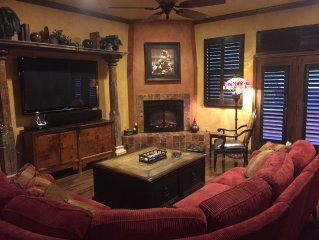 Spacious Townhouse - Cowboy's & Rangers Stadiums; Six Flags; Hurricane Harbor