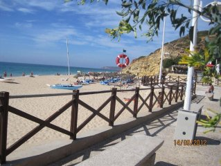 House 1.2 km from the center of Budens with Air conditioning, Terrace, Washing m