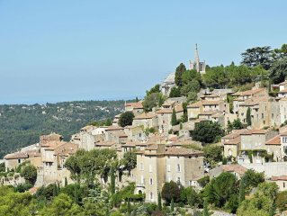 Village home on the old Bonnieux town wall with unprecedented views
