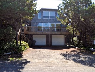 TRADEWINDS ~MCA#174~Charming beach cottage close to Nehalem Bay State Park!