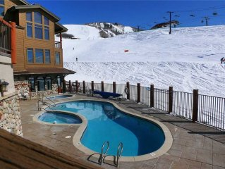 Christie Club - Spacious Slope Side Condo w/Luxury Furnishings & Epic Views.