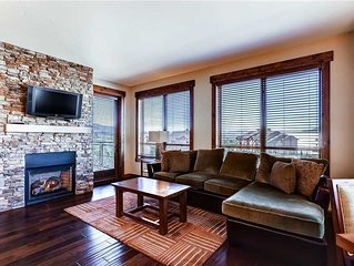 Exquisite Condo w/Complimentary WiFi, Private Balcony, Gourmet Kitchen, W/D