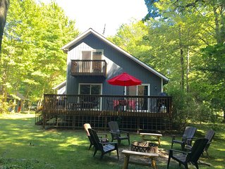 Cabin Style Cottage - Short walk to Private Neighborhood Beach!
