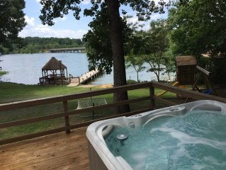 5BR - 225ft Waterfront W/ Dock, Hot Tub & Pvt. Boat Ramp! New for 2017 - HOT TUB