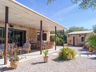 Sa Garriga - Newly built country house surrounded by nature.