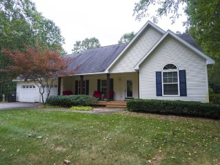 Beautiful wooded retreat 5 minutes from Saugatuck & Oval Beach.  Hot Tub.
