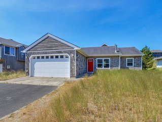 Comfortable home close to beach with deck & game room - close to town