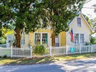 Rose's Folie! Charming Artist Cottage! North End! Pet Friendly! Fenced Yard!