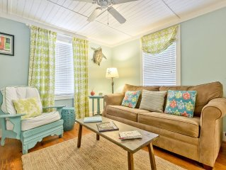 Charming 1950's Renovated Beach Cottage, Pet Friendly with Fenced Yard
