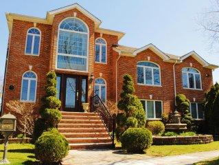 Lavish Mansion in best Queens Neighborhood, NYC: 6 bedrooms/4 Baths/Sleeps 15
