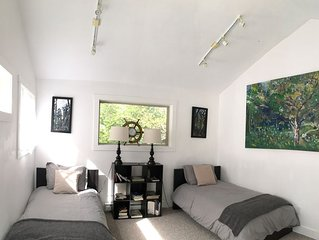 Chesterman Beach Fine Art Vacation House - Walking distance to North Chesterman