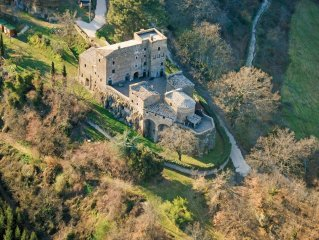 Ancient castle ideal for families and groups