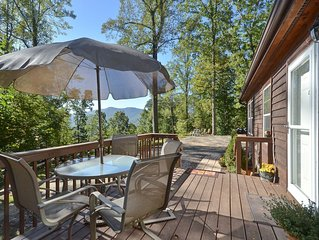 This Lovely Cottage Is Just Minutes To Down Town Asheville, Biltmore Estate