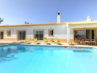 House 73 m from the center of Ferragudo with Internet, Pool, Air conditioning, P
