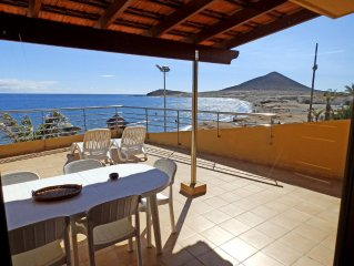 Magnific Beachfront Duplex with large terrace in el medano (wifi)