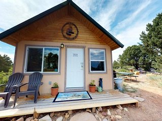 Lets Go! Cozy Secluded Cabin in the Pines, Stunning Views