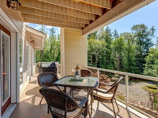 Stunning, Luxury Lake Villa Convenient to Downtown, WWU, Bellingham, Airport