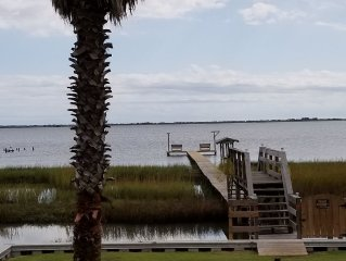 Valyn's Landing; Exclusive Bayhouse on the water with private lighted pier.