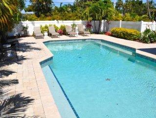 Gorgeous 2 bed 2 bath heated pool Sleeps 6! Heated pool - close to beach