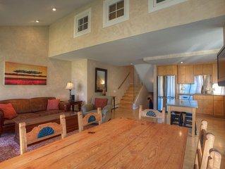 Liftside Downtown Condo W/Views- Spacious Convenient Comfort