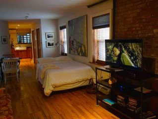 Stylish Historic Restored Brownstone loft style accomodation